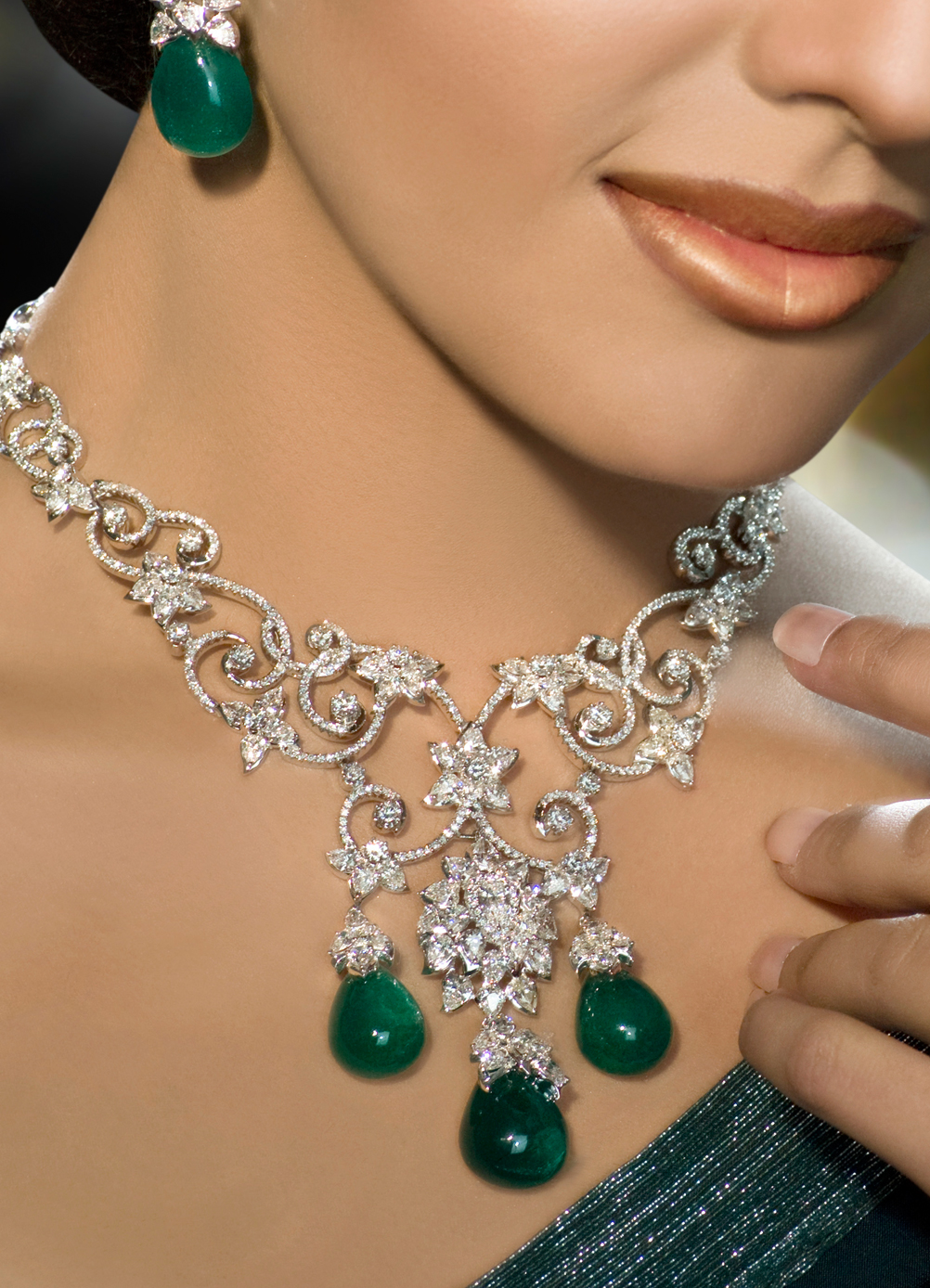 How To Complement Your Outfit With Large Jewelry Beads