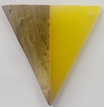 wholesale Robles drift wood with pasted Yellow resin triangle pendant