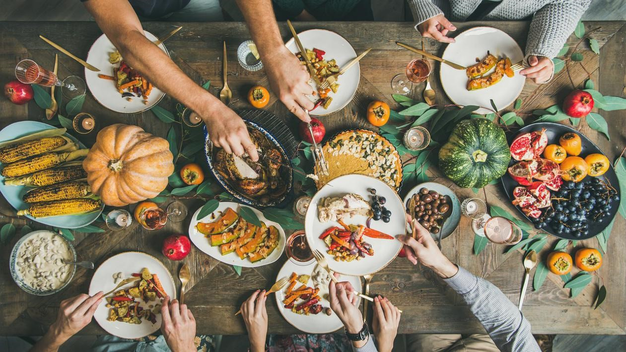 7-Tips-to-Host-a-Thanksgiving-Dinner-Safely